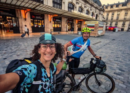 Two cyclists in front of Bordeaux St Jean train station