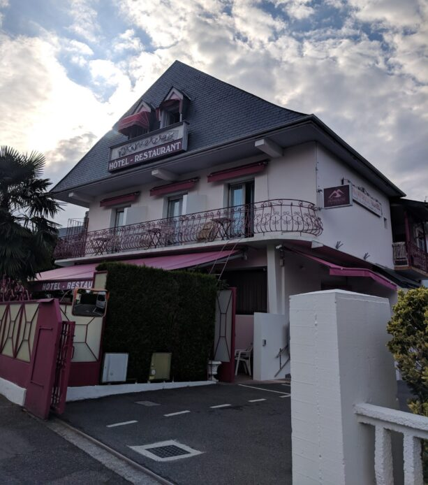 Au Primerose Hotel French Pyrnees cycling accommodation
