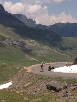 Lady cycling the Col de Tentes in the french pyrenees