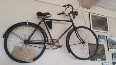 old bicycle from 1910 hanging in the cafe at the summit of the Col du Tourmalet