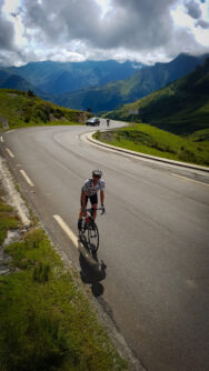 Cyclist nearing the top of Col du Soulor